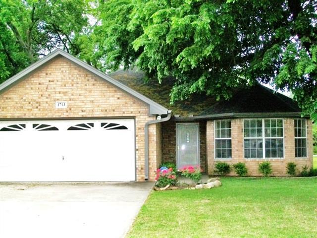 Rental Homes for Rent, ListingId:33199614, location: 1714 Windsor Drive Gainesville 76240