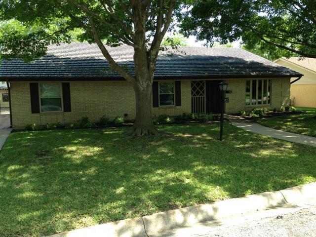 Rental Homes for Rent, ListingId:33208776, location: 3825 Delmas Drive Benbrook 76116