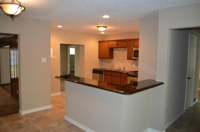 Rental Homes for Rent, ListingId:33449718, location: 1013 W Inwood Drive W Arlington 76013