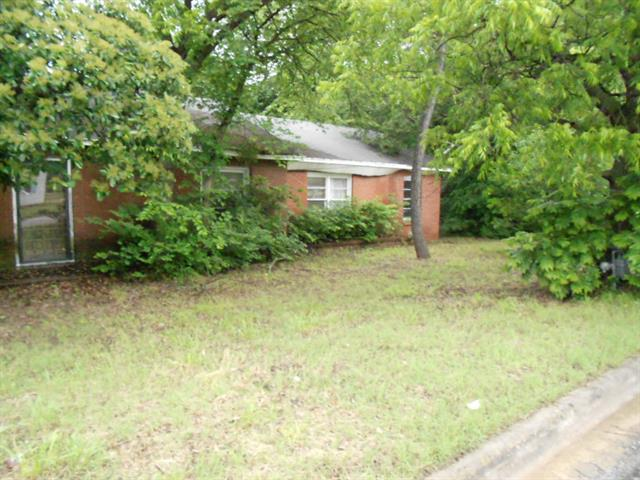 Photo of 318 E Wilbarger Street  Bowie  TX