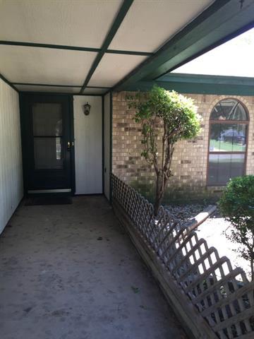 Rental Homes for Rent, ListingId:34317233, location: 1808 Briar Run Benbrook 76126
