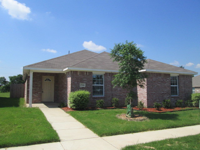 Rental Homes for Rent, ListingId:33767280, location: 1946 Cross Oaks Drive Lancaster 75146