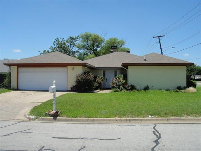 Rental Homes for Rent, ListingId:33820215, location: 2308 Lavon Creek Lane Arlington 76006