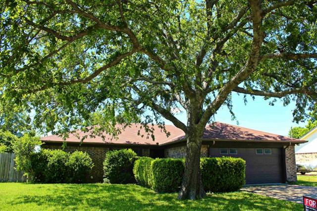 Real Estate for Sale, ListingId: 33829391, Benbrook,TX76126