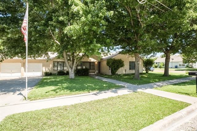 1303 S College Ave, Decatur, TX 76234
