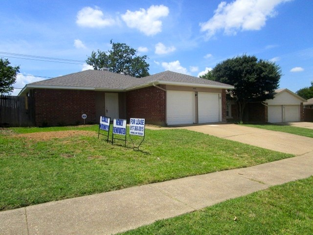 Rental Homes for Rent, ListingId:34094603, location: 5804 Caprock Drive Arlington 76018