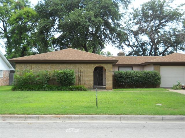 Rental Homes for Rent, ListingId:34198539, location: 5008 Emerald Lake Drive Ft Worth 76103