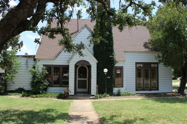 Photo of 1407 W Walker Street  Breckenridge  TX