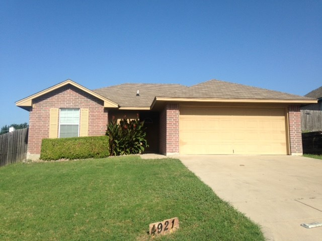 Rental Homes for Rent, ListingId:34317523, location: 4921 Brianhill Drive Ft Worth 76135