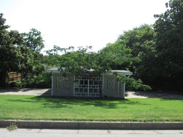 Rental Homes for Rent, ListingId:34427381, location: 1609 Versailles Road Ft Worth 76116