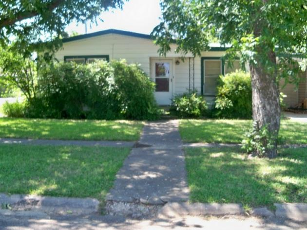 Photo of 401 10th Street W  Coleman  TX