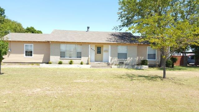 Rental Homes for Rent, ListingId:34716405, location: 209 E Colonial Drive Lancaster 75134