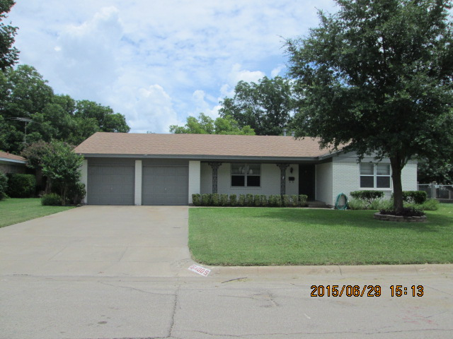 Rental Homes for Rent, ListingId:34919340, location: 4005 Willow Bend Road Benbrook 76116