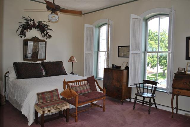 Rental Homes for Rent, ListingId:35121383, location: 137 E Pearl Street E Granbury 76048