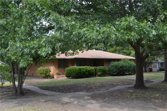 216 W Maple St, Whitewright, TX 75491