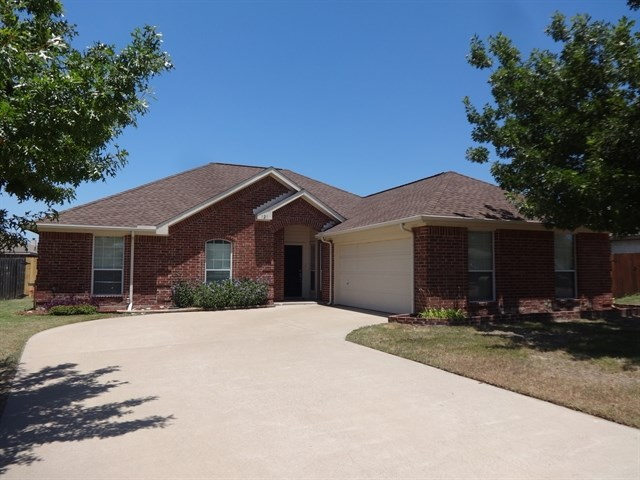 Rental Homes for Rent, ListingId:35220464, location: 121 Chesterfield Circle Waxahachie 75165