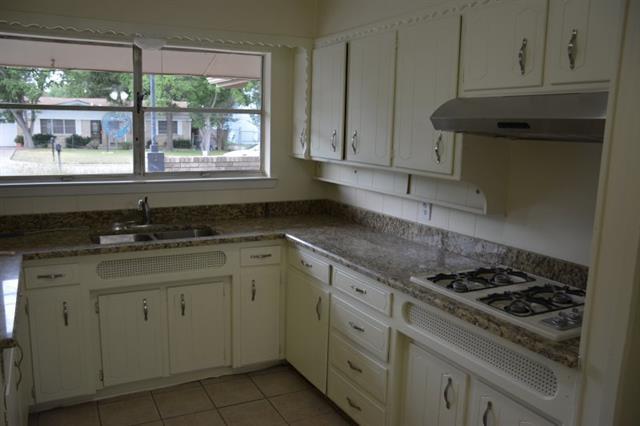 Rental Homes for Rent, ListingId:35336206, location: 104 Vernon Castle Avenue Benbrook 76126