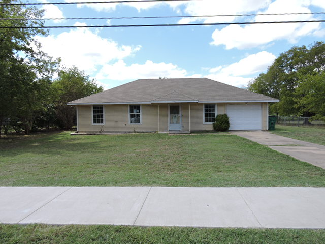1203 Wolfe City Dr, Greenville, TX 75401