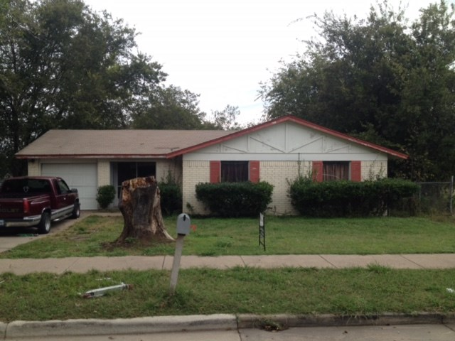 Photo of 1212 Ann Drive  Ennis  TX