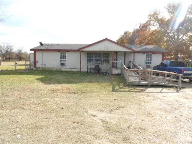 945 W North St, Blossom, TX 75416