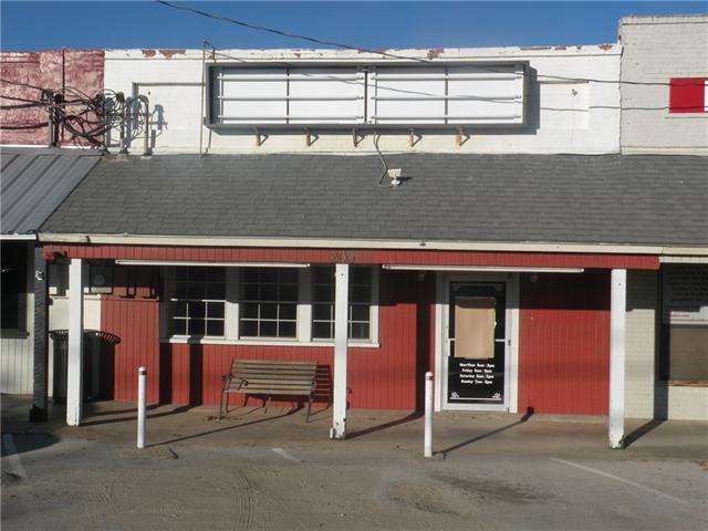 206 W McCart St, Krum, TX 76249