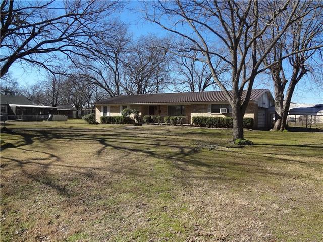 921 Evans St, Bonham, TX 75418