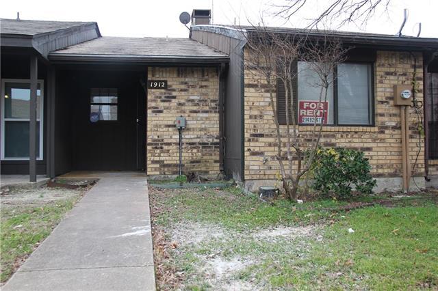 Rental Homes for Rent, ListingId:37117700, location: 1912 Abshire Lane Dallas 75228