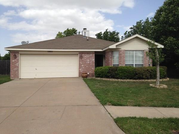 Rental Homes for Rent, ListingId:37204202, location: 10800 Pebblecreek Court Benbrook 76126
