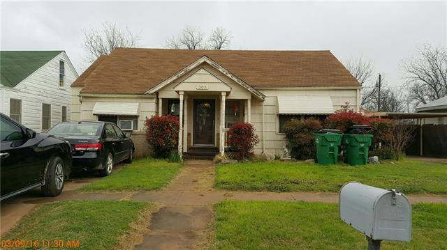 Photo of 305 E Summit Avenue  Electra  TX