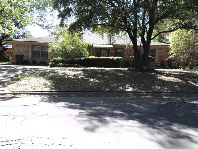 1706 E Beverly Dr, Corsicana, TX 75110