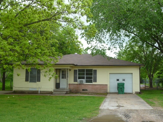 Photo of 3005 maple Avenue  Greenville  TX