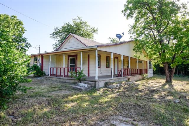 Photo of 912 N Traylor Street  Granbury  TX
