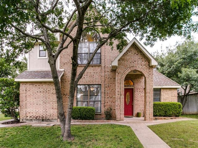 Photo of 814 Water View Drive  Mansfield  TX