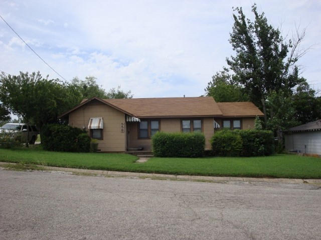 558 Richardson St, Jacksboro, TX 76458