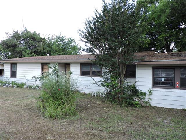 927 W Mesquite St, Jacksboro, TX 76458