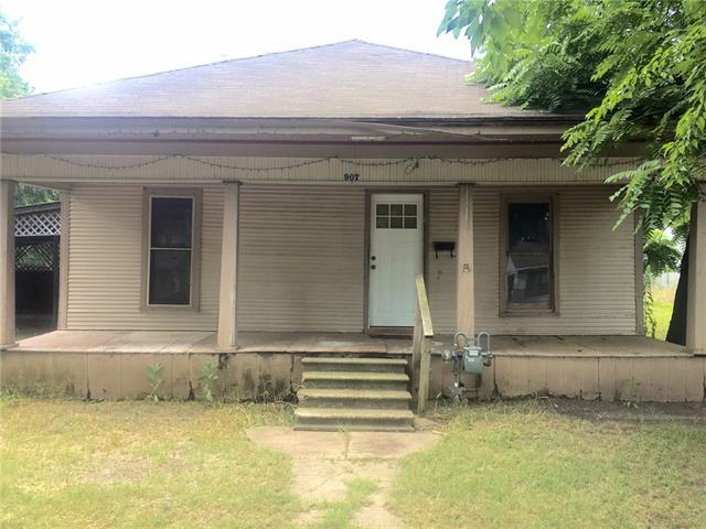 907 W Main St, Honey Grove, TX 75446