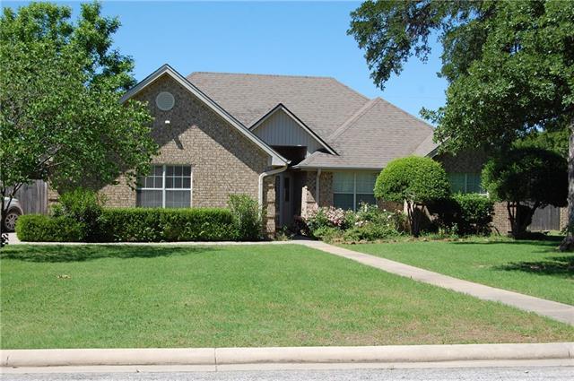 140 Hillcrest St, Jacksboro, TX 76458