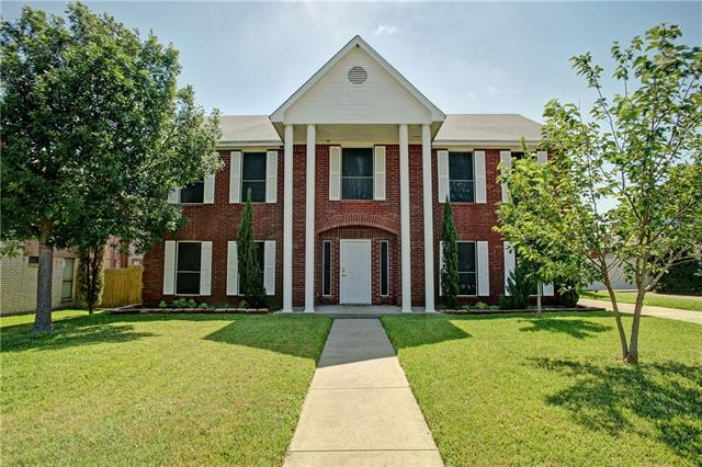 Photo of 614 Reeves Lane  Kennedale  TX