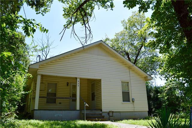 Photo of 923 Johnson Street  Denton  TX