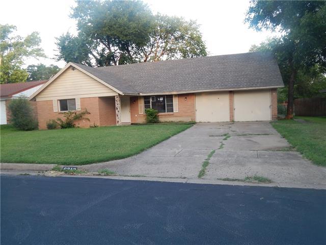Photo of 6912 Heritage Lane  Fort Worth  TX