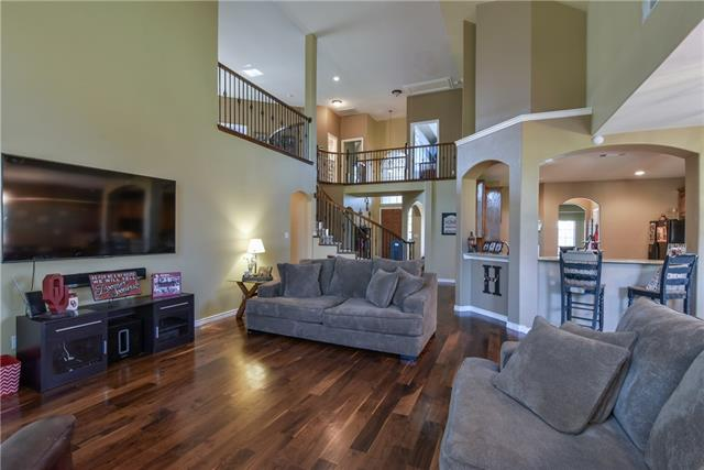 Photo of 812 Warwick Court  Kennedale  TX