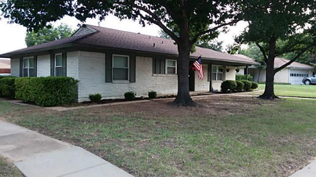 Photo of 408 Forest Circle  Irving  TX