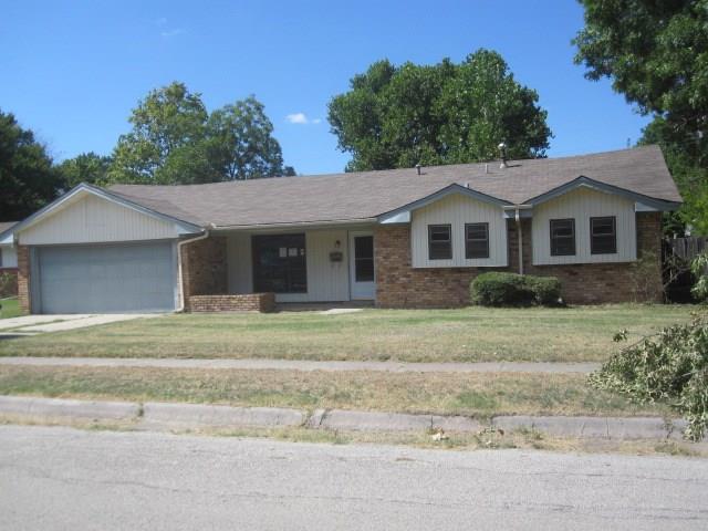 1703 Morningside Dr, Gainesville, TX 76240