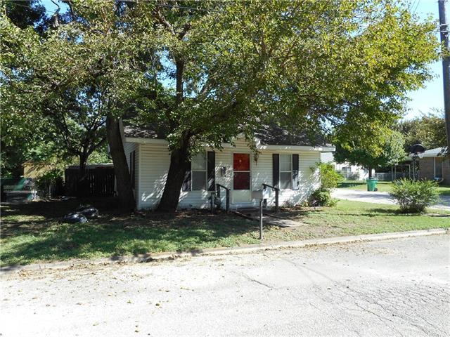 Photo of 701 Raymond Street  Bowie  TX