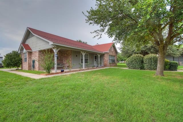 Photo of 608 County Road 3799  Paradise  TX