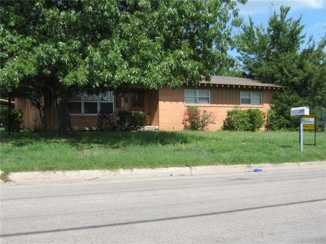 Photo of 207 W Nelson Street  Bowie  TX