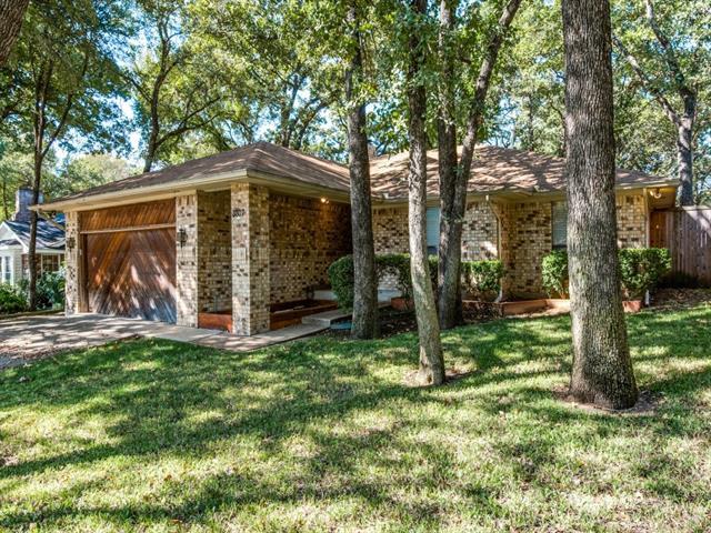 Photo of 3807 Double Oak Lane  Irving  TX