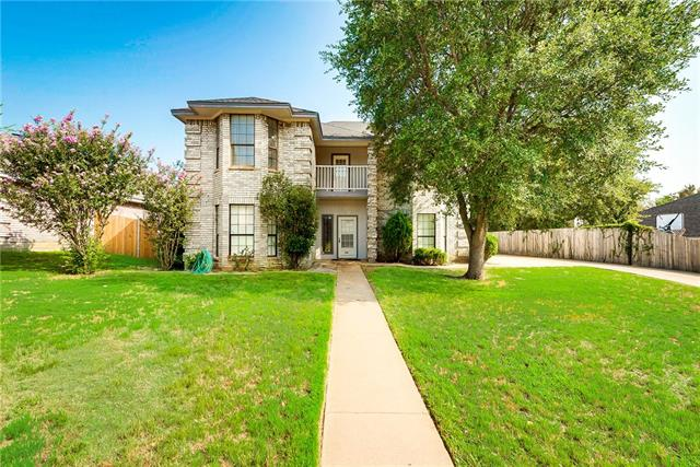 Photo of 203 Hillside Drive  Kennedale  TX