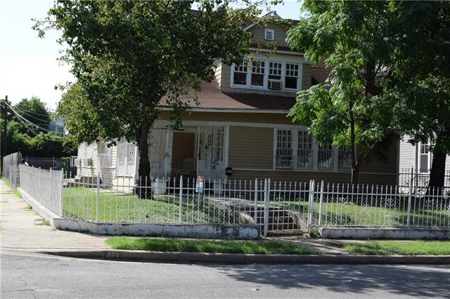 Photo of 901 Woodlawn Avenue  Dallas  TX
