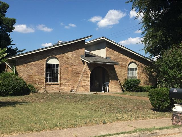 Photo of 203 Martin Luther Circle  Duncanville  TX